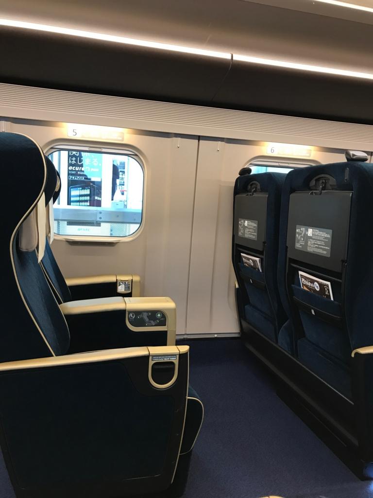 「あさま603号」E7系 グリーン車 シートの間隔