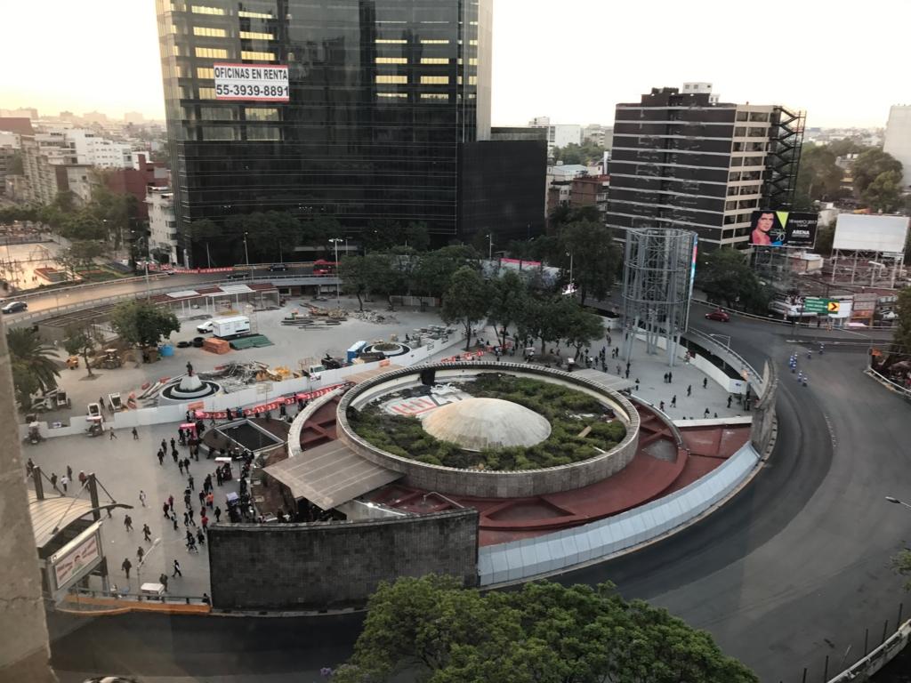 メキシコシティ 宿泊先 「Hotel Royal Reforma」エレベーターホールより「インスルヘンテス・スール通り」