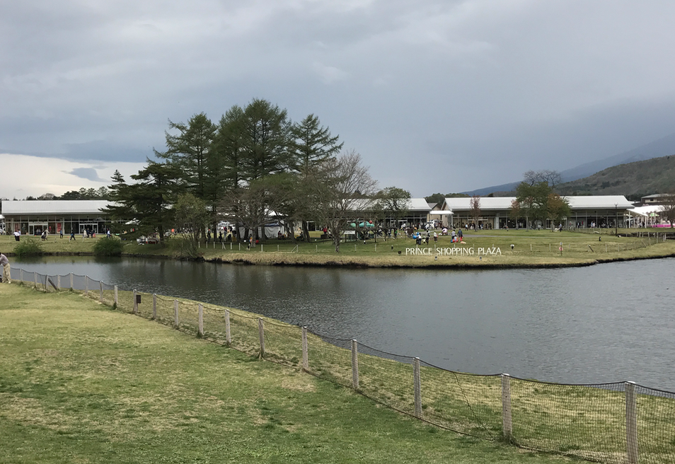 軽井沢のアウトレット(プリンスショッピングプラザ)芝生のひろば