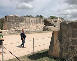 「極彩色の国メキシコ 9つの世界遺産とカリブの楽園を巡る 8日間」メリダのが日本人ガイドさん