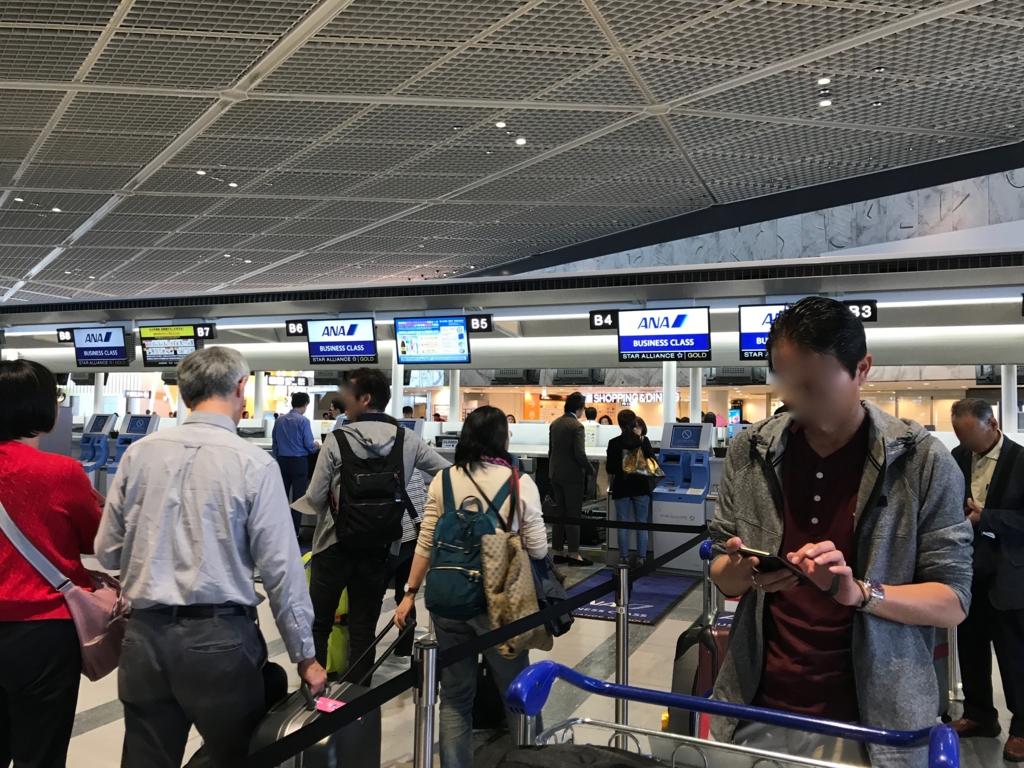 成田空港 第一ターミナル ANA チェックイン待ち行列