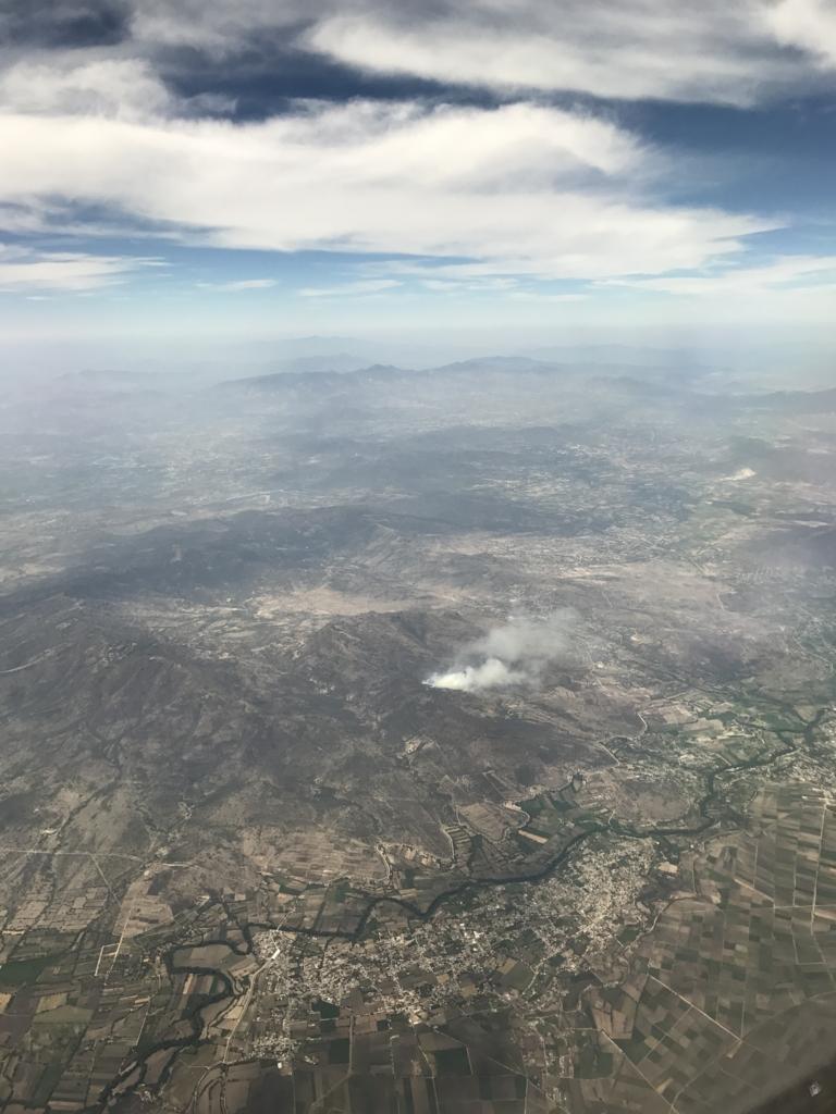NH180便 メキシコシティ到着20分前 火山?