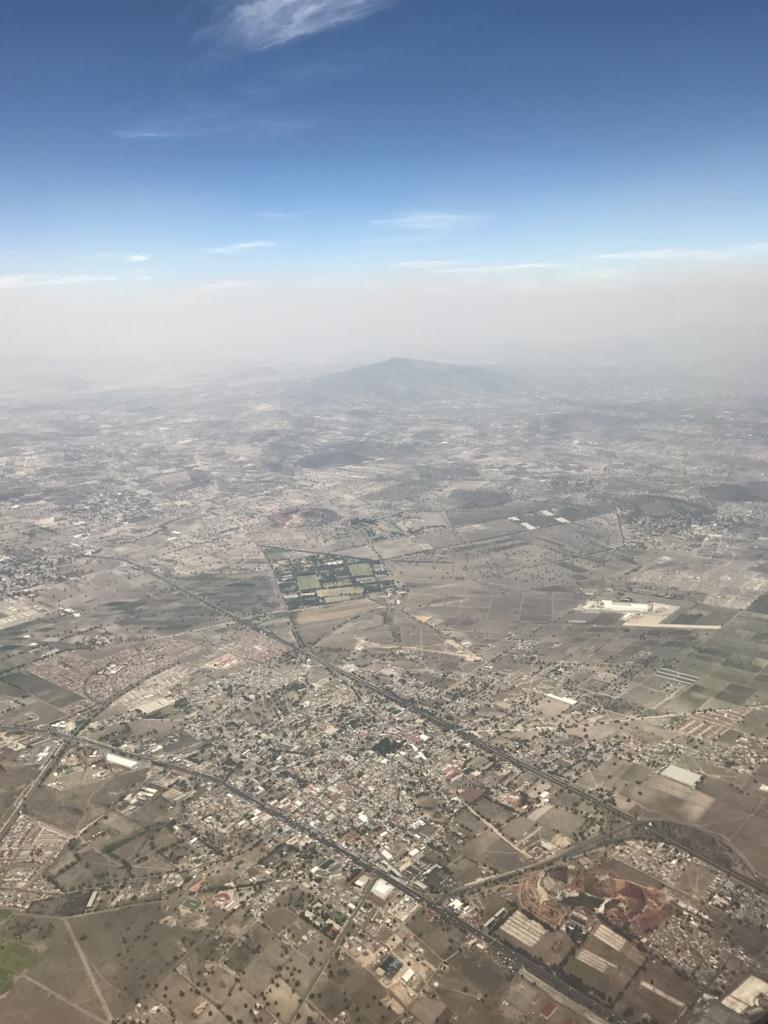 NH180便 メキシコシティ 上空
