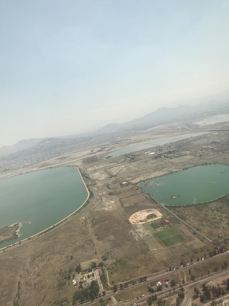 NH180便 メキシコシティ到着 たくさんのし湖?