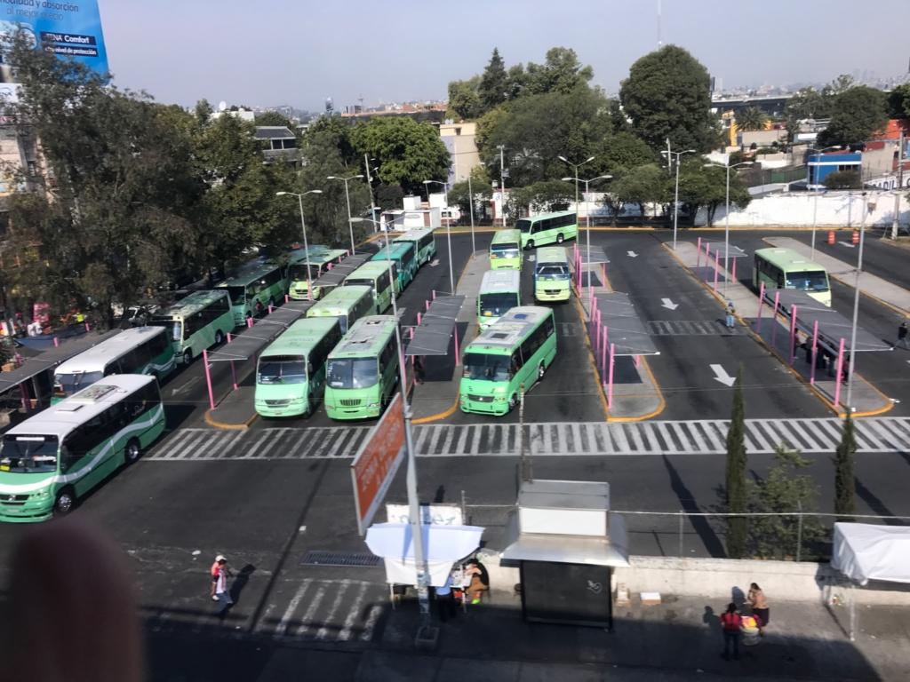 メキシコシティ ローカルバスのターミナル