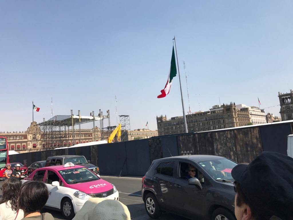 メキシコシティ 工事中のソカロ広場 メトロポリタン大聖堂西側より