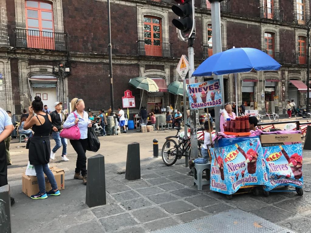 メキシコシティ サント・ドミンゴ教会 付近 広場のワゴン