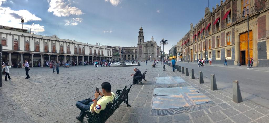 メキシコシティ サント・ドミンゴ教会と広場 パノラマ