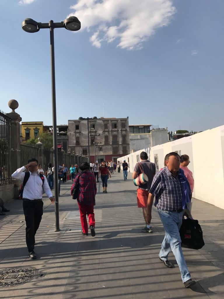 メキシコシティ テンプロ・マヨール遺跡へ メトロポリタン大聖堂の東側の道