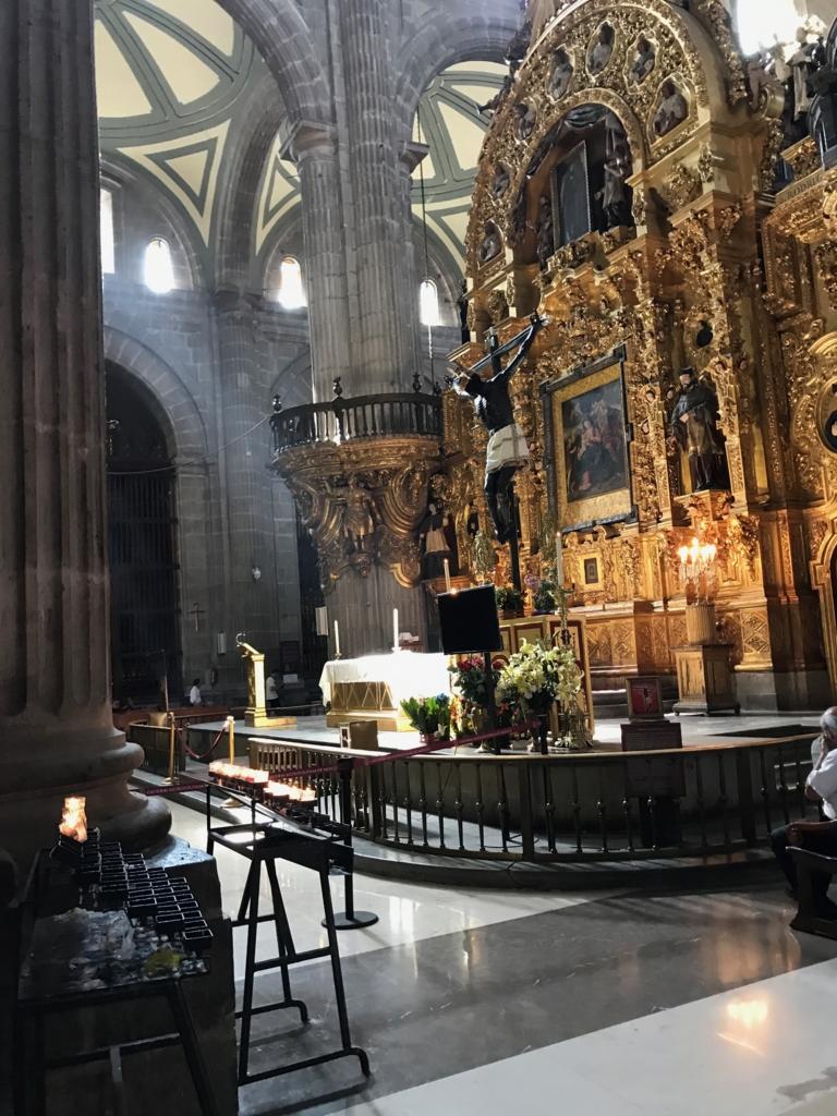 メキシコシティ メトロポリタン大聖堂 黄金の祭壇 毒薬のキリス
