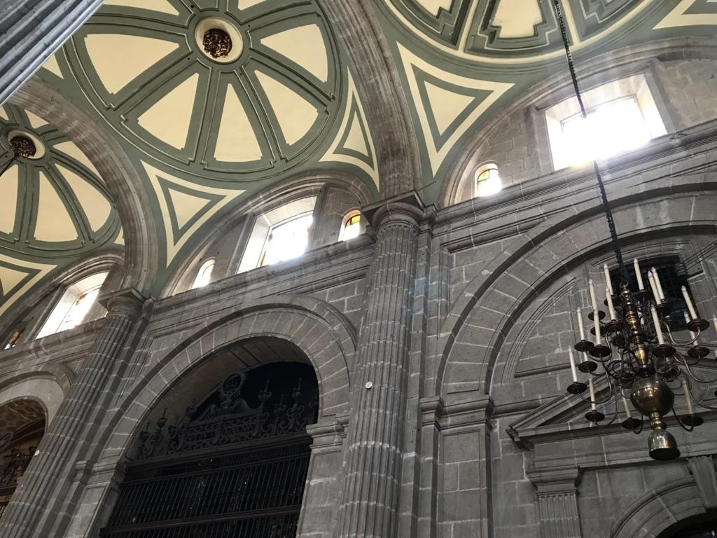 メキシコシティ メトロポリタン大聖堂 内部 高い天井