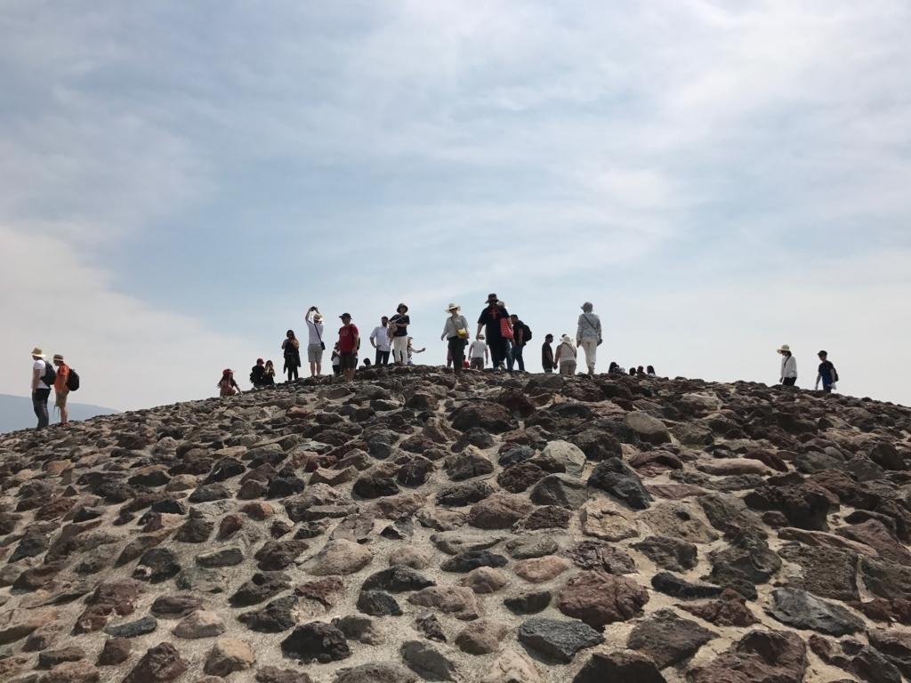 メキシコ テオティワカン遺跡 「太陽のピラミッド」頂上