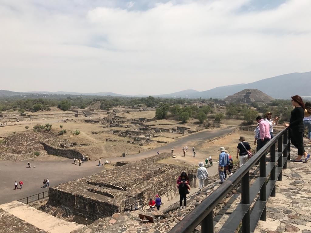 メキシコ テオティワカン遺跡 「太陽のピラミッド」下山
