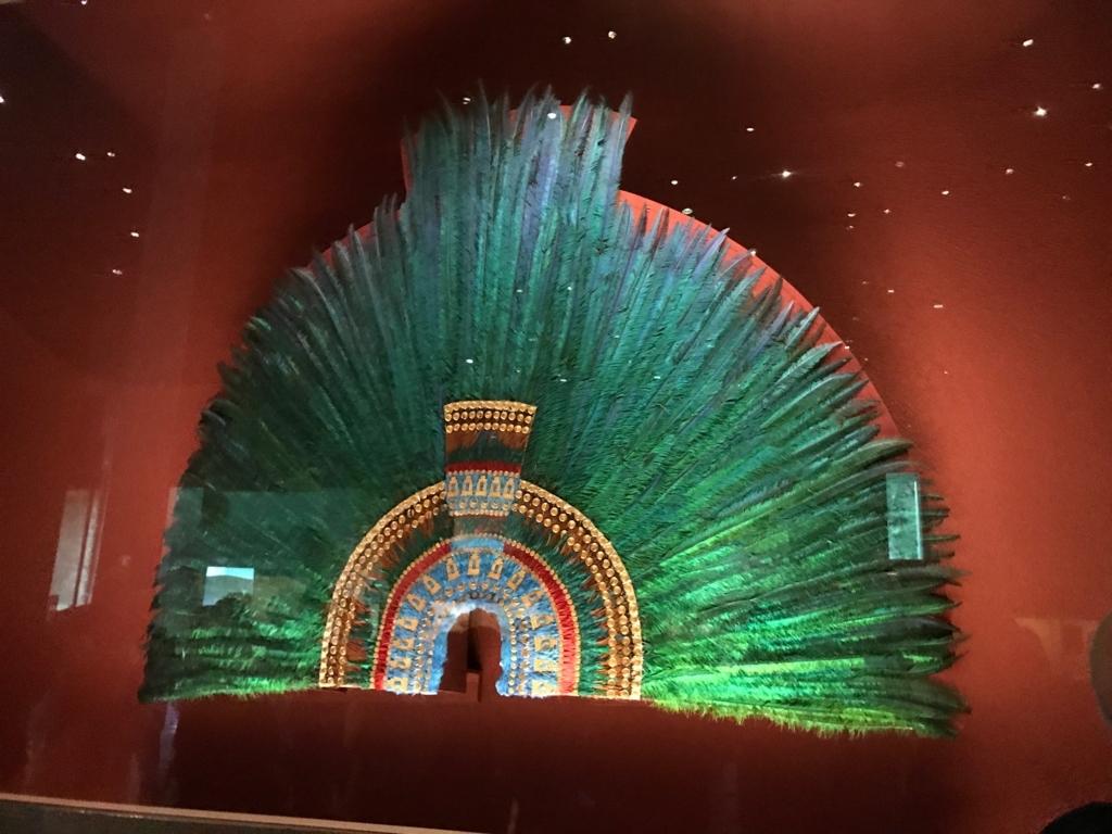 メキシコシティ 「国立人類学博物館 アステカ室」ケツァールの羽を使った王冠