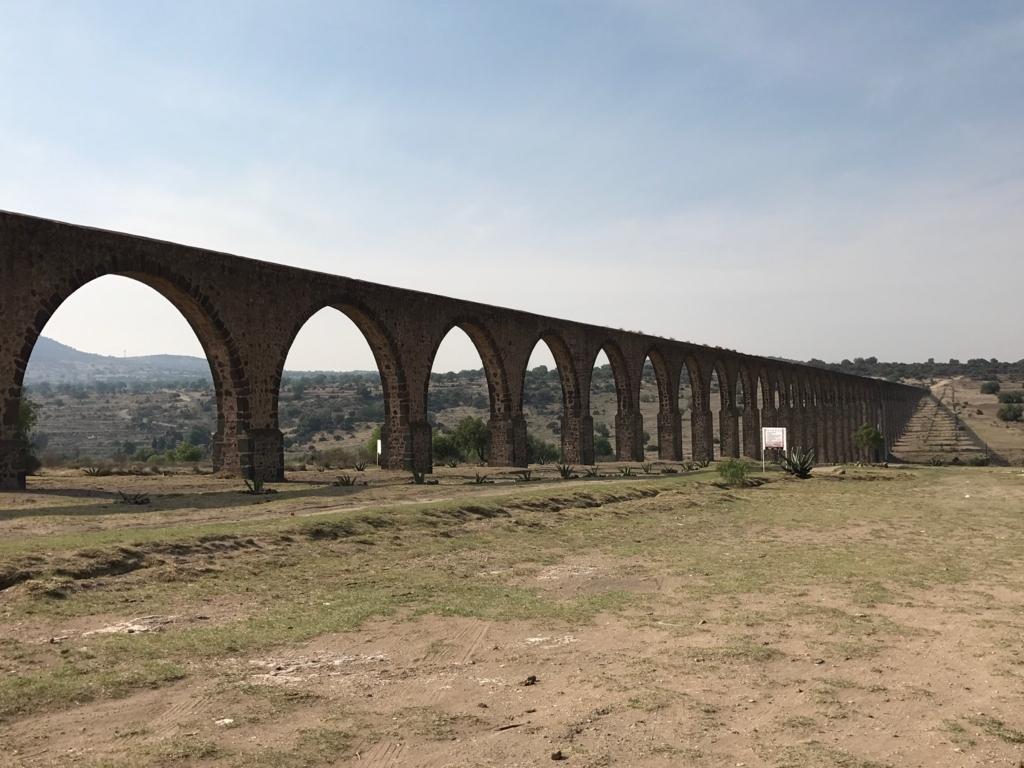 メキシコ 世界遺産 テンプレケ水道橋 だんだん高く