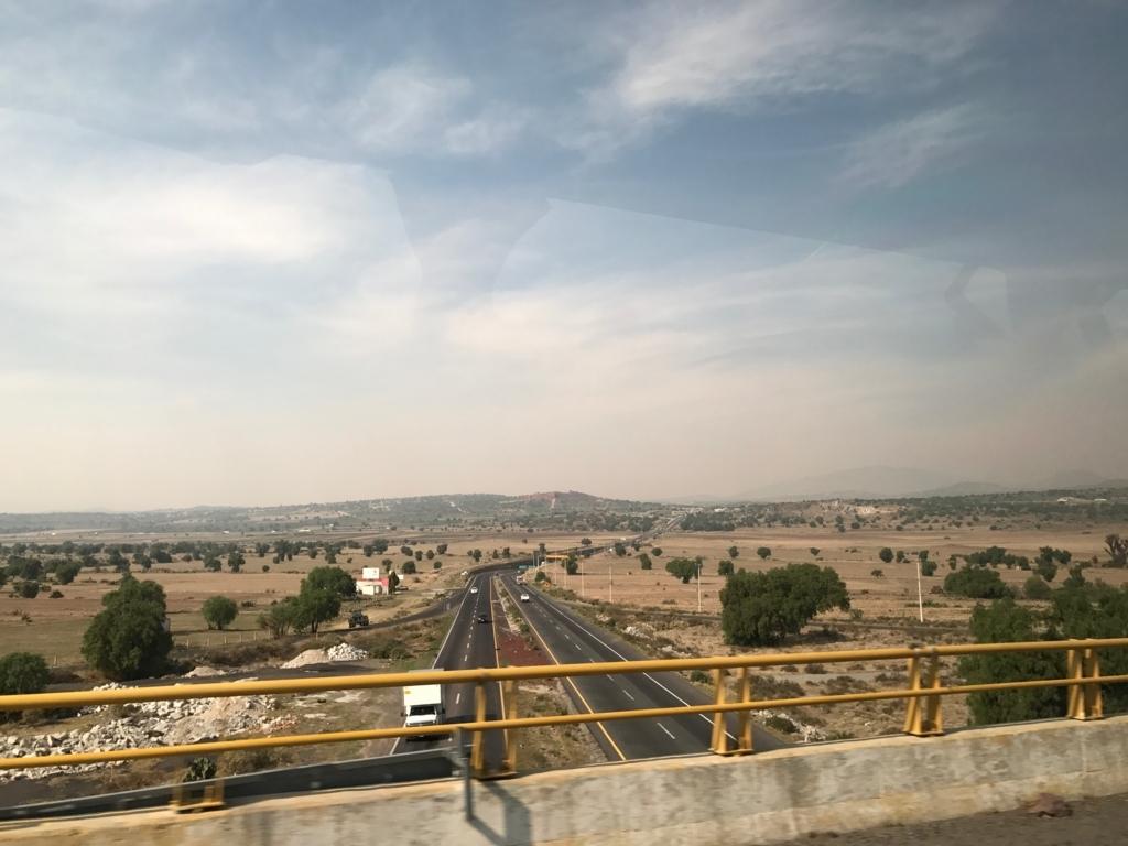 メキシコ 世界遺産 テンプレケ水道橋 戻りの高速道路 交差地点