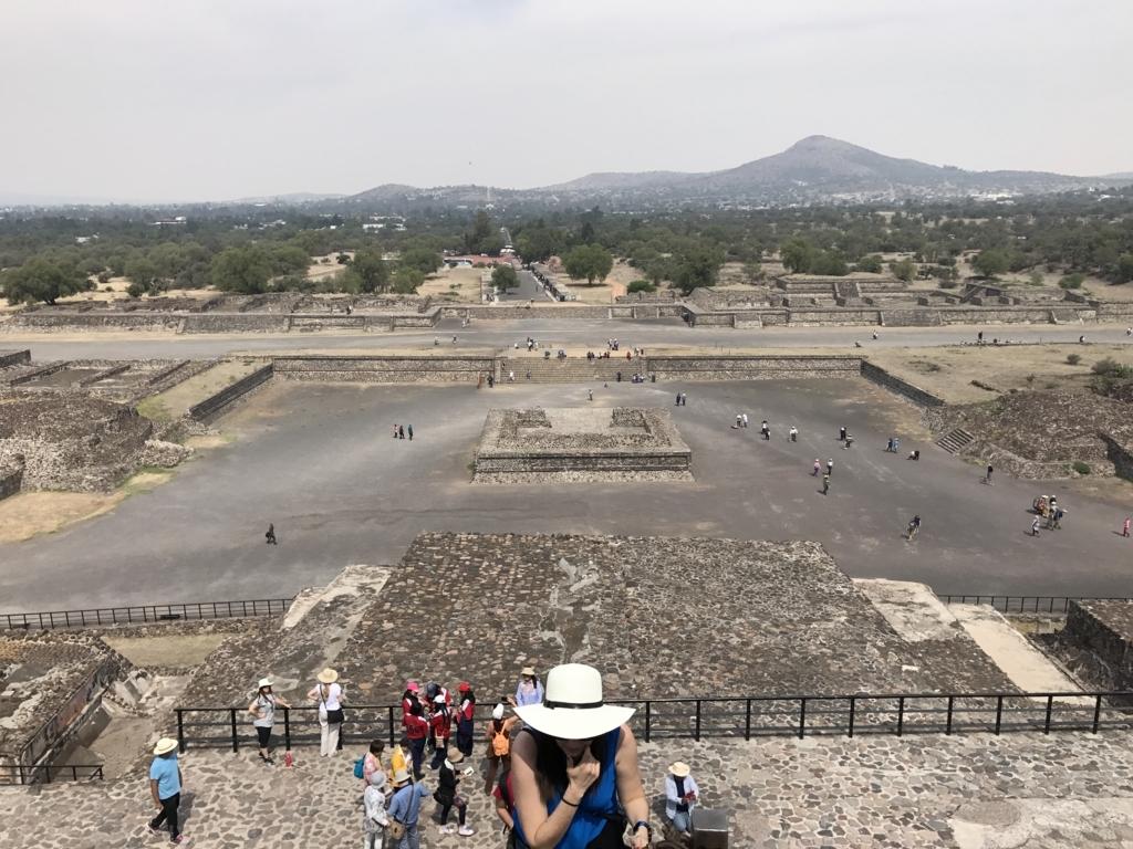 メキシコ テオティワカン遺跡 「太陽のピラミッド」 登頂途中 width=