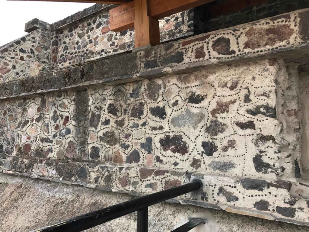 メキシコ テオティワカン遺跡 第17号基壇の壁画 は基盤に