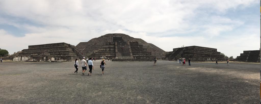 メキシコ テオティワカン遺跡 「月の広場」