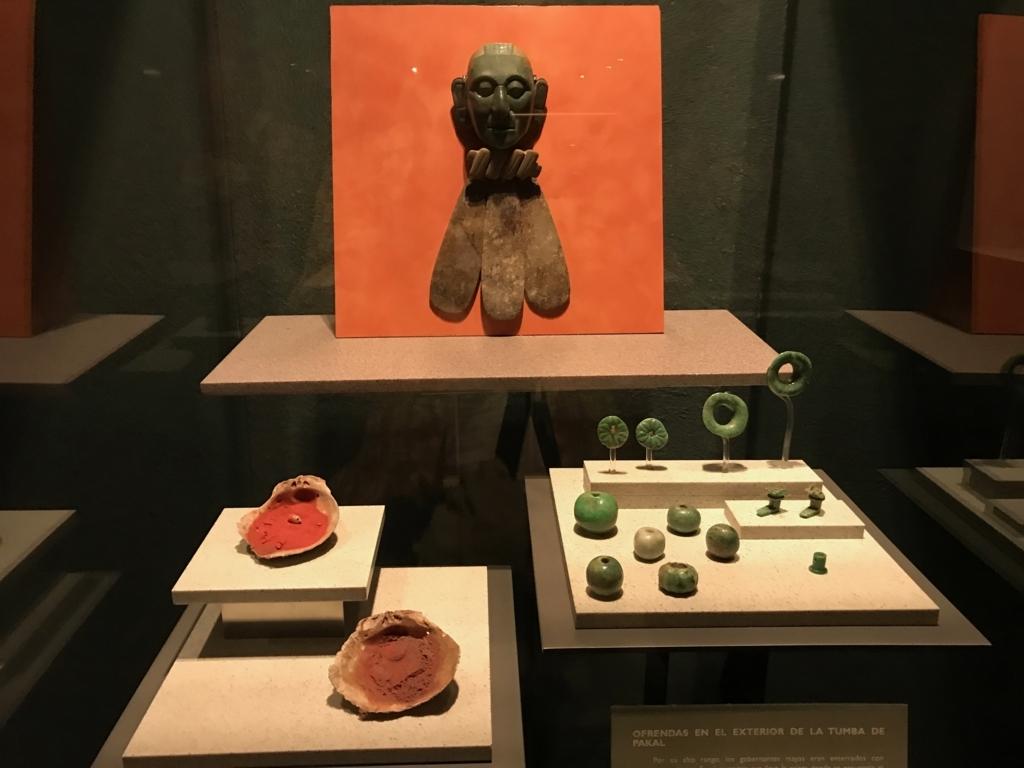 メキシコシティ「国立人類学博物館」パレンケ遺跡 様々な翡翠の装飾品