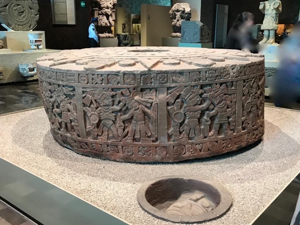 メキシコシティ 「国立人類学博物館 アステカ室」石の台座