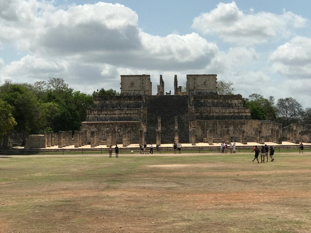 メキシコ「チチェンイツァ遺跡」戦士の神殿