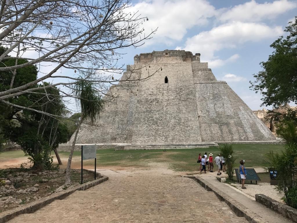 メキシコ ウシュマル遺跡 魔法使いのピラミッド 裏側