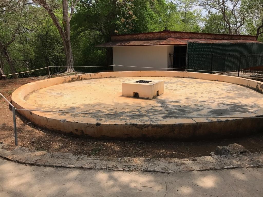 メキシコ ウシュマル遺跡 貯水槽