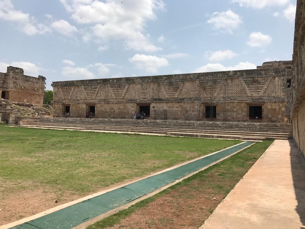 メキシコ ウシュマル遺跡 尼僧院 東側