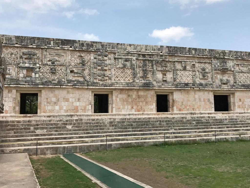 メキシコ ウシュマル遺跡 尼僧院 西側