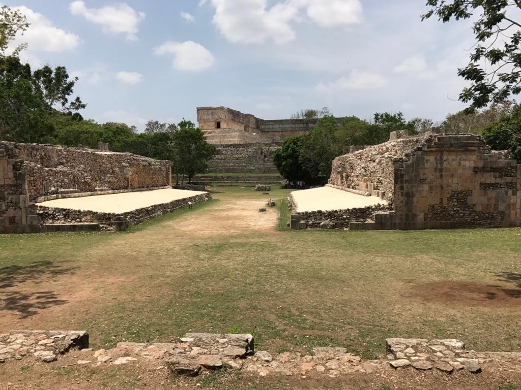メキシコ ウシュマル遺跡 球技場