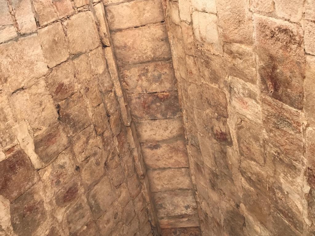 メキシコ ウシュマル遺跡 尼僧院 マヤアーチ 天井