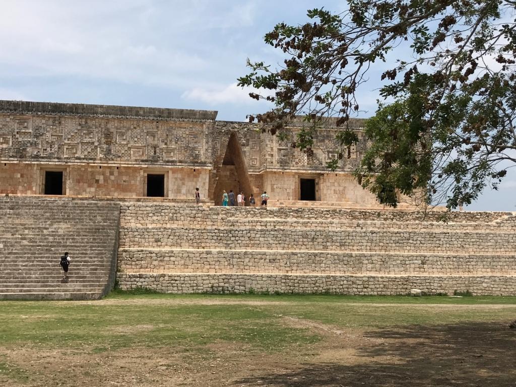 メキシコ ウシュマル遺跡 総督の宮殿 マヤアーチ