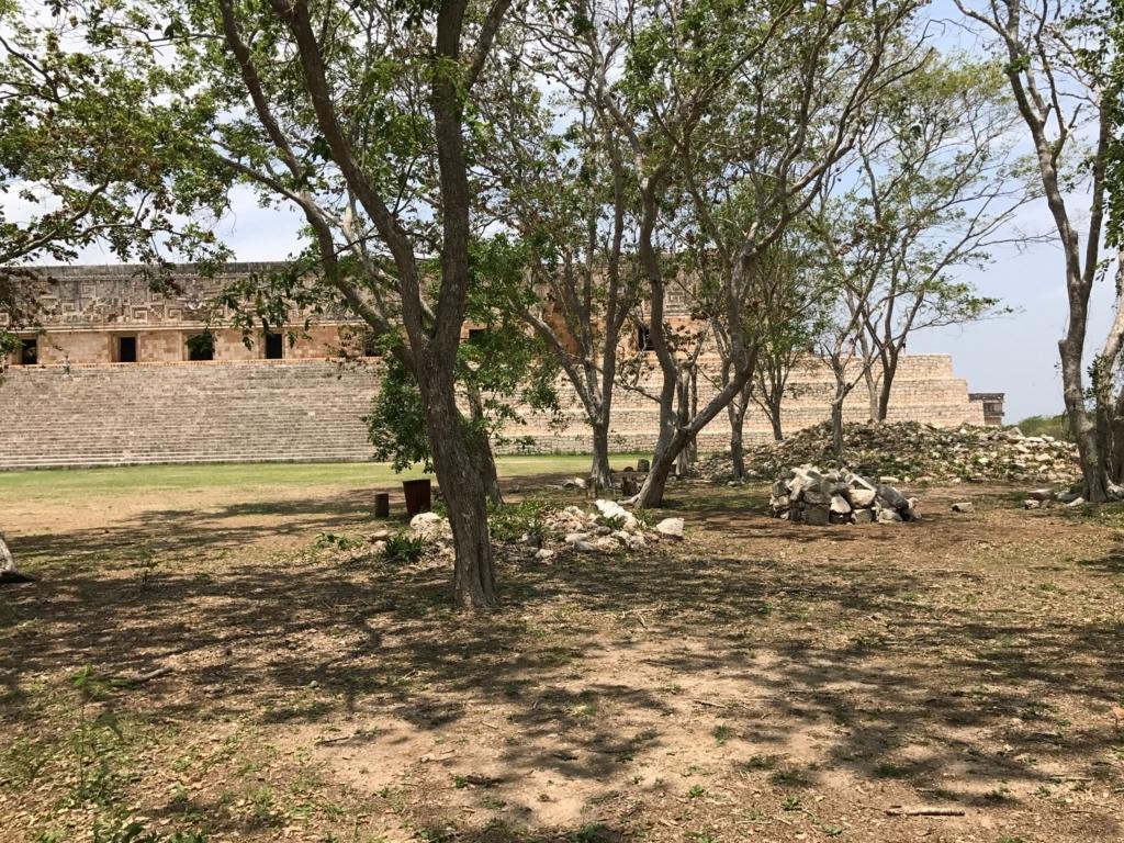 メキシコ ウシュマル遺跡 修復待ち?