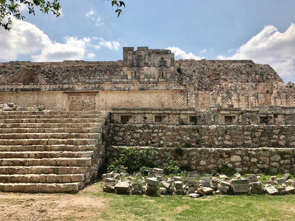 メキシコ カバー遺跡 「コズ・ポープ」裏側 「強い手を持つ男」像