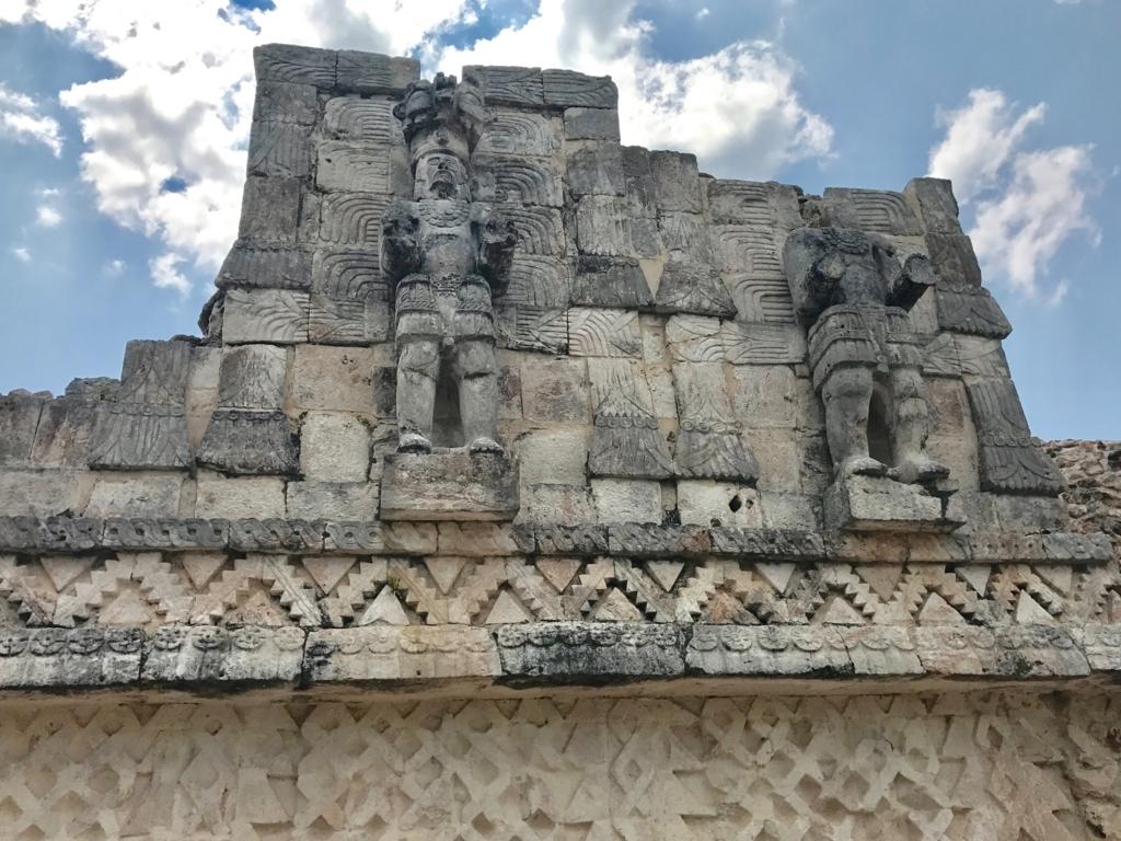 メキシコ カバー遺跡 「コズ・ポープ」裏側 「強い手を持つ男」像 拡大