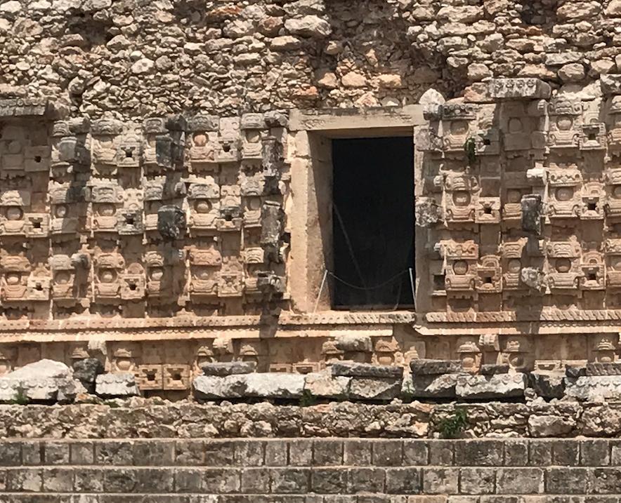 メキシコ カバー遺跡 「コズ・ポープ」チャック神 拡大