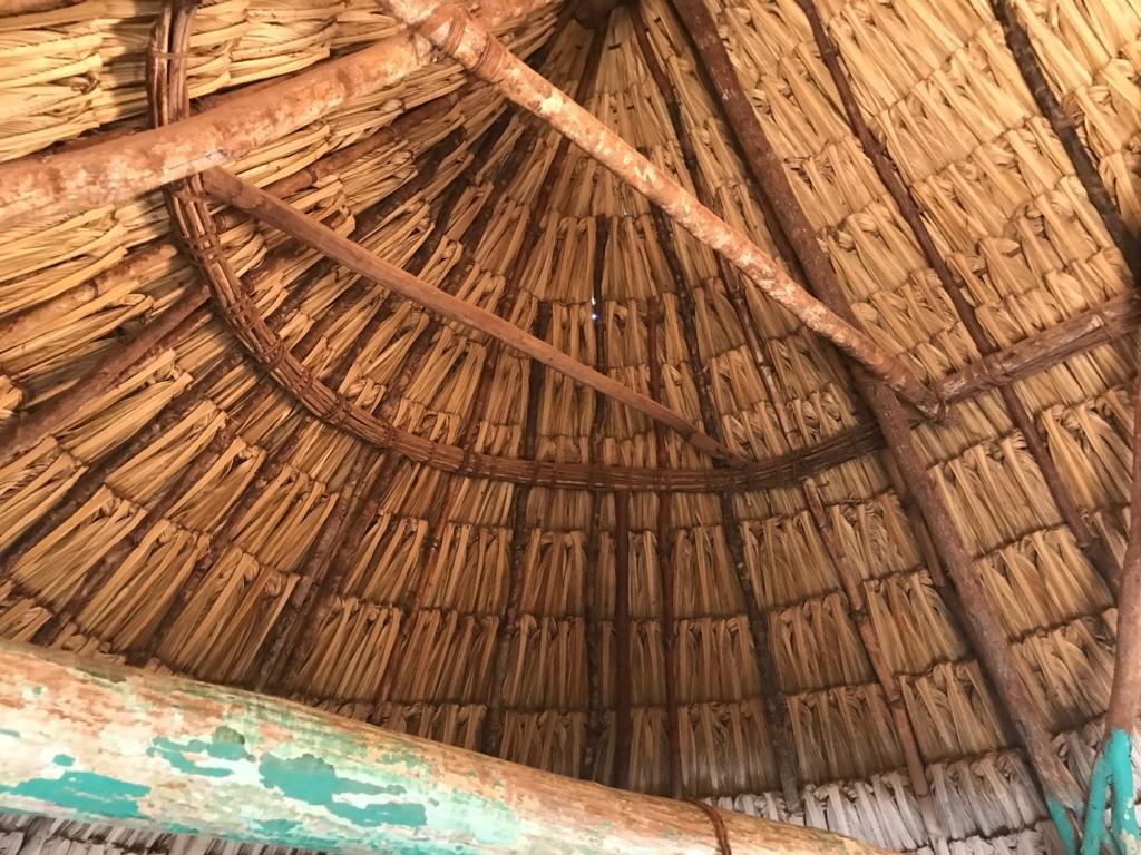 メキシコ サンタ・エレーナ村 マヤ人末裔の方の家 茅葺き屋根