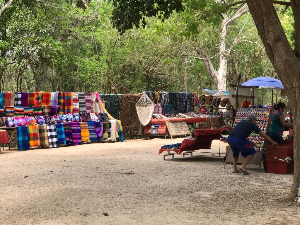 メキシコ チチェインツァ遺跡 お土産露店 ハンモックも販売