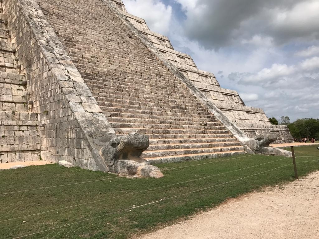 メキシコ チチェン・イッツァ遺跡 ククルカンのピラミッド 北面 ククルカンの頭