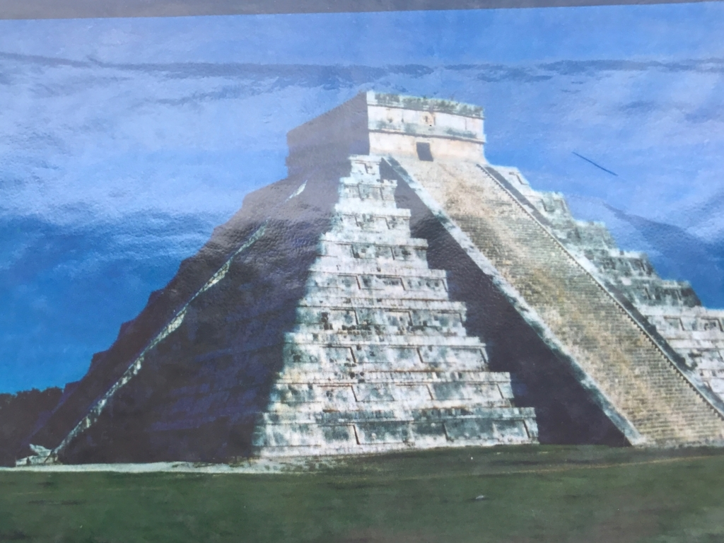 メキシコ チチェン・イッツァ遺跡 ククルカンの降臨時の 写真を撮影