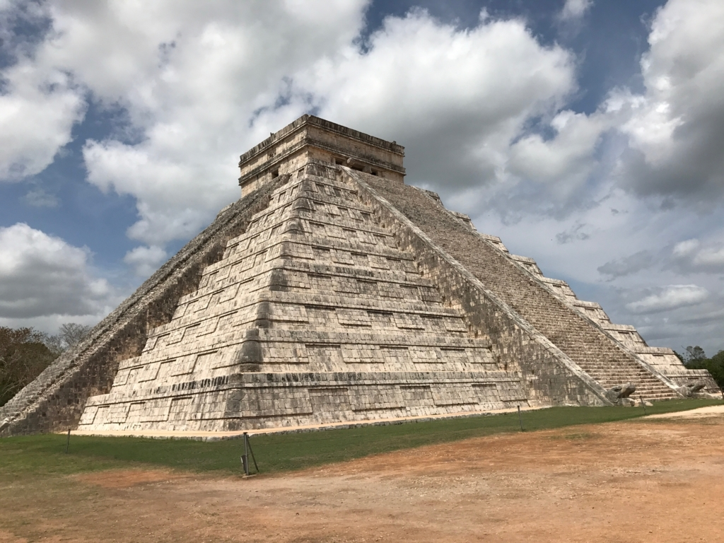 メキシコ チチェン・イッツァ遺跡 ククルカンのピラミッド 北東面