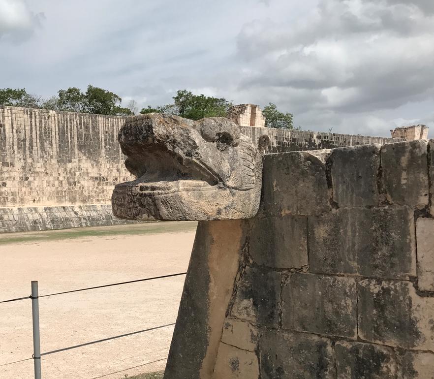 メキシコ チチェン・イッツァ遺跡 球技場 入り口 ククルカンの頭