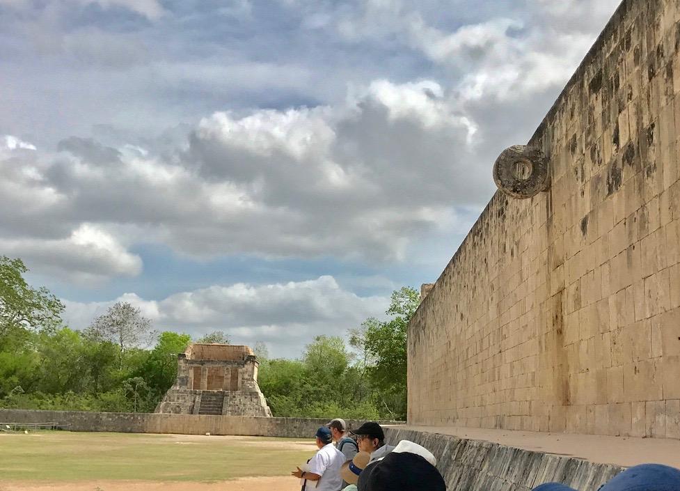 メキシコ チチェン・イッツァ遺跡 球技場 小さいゴール