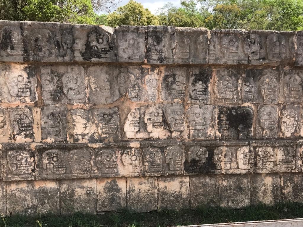 メキシコ チチェン・イッツァ遺跡 頭蓋骨の台座