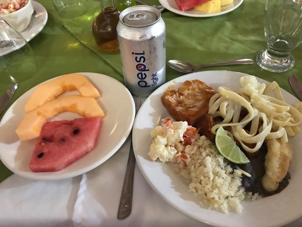メキシコ 「セノーテ イキル ホテル」ビュフェ で昼食