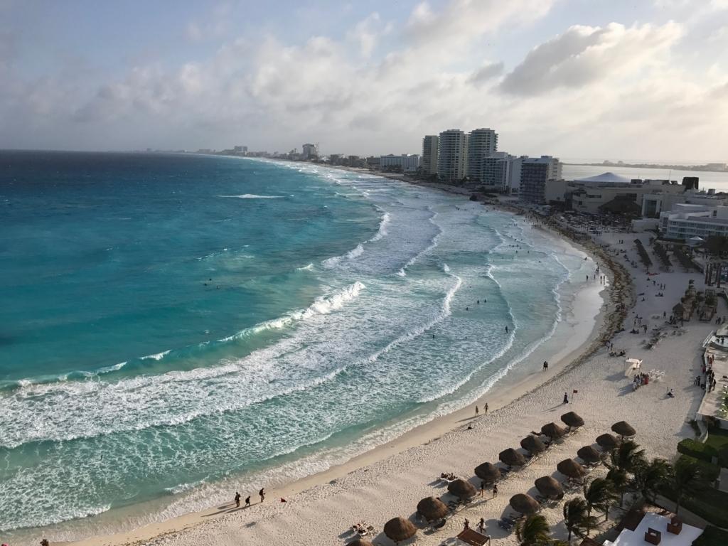 メキシコ カンクン 「クリスタル グランド プンタ カンクン」ホテル 部屋からのカリブ海