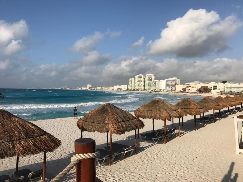 メキシコ、カンクン「クリスタル グランド プンタ カンクン」ホテル 早朝7:30 ビーチ