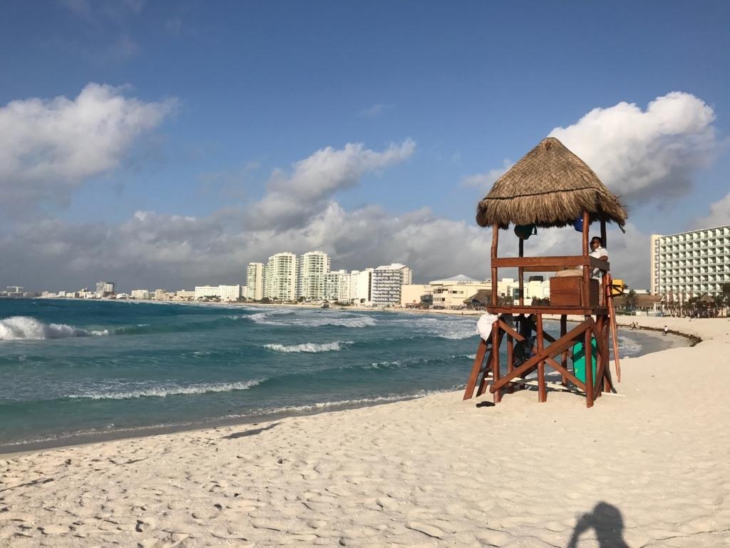 メキシコ、カンクン「クリスタル グランド プンタ カンクン」ホテル ビーチ 波が高かった