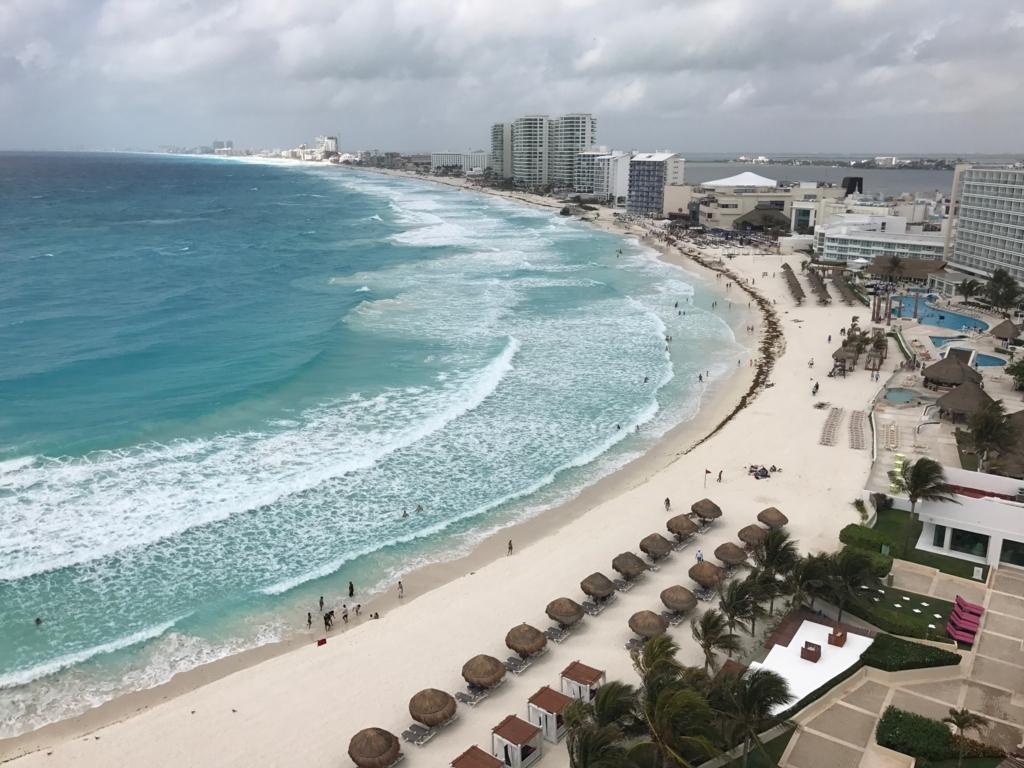 メキシコ、カンクン「クリスタル グランド プンタ カンクン」ホテル 部屋からカリブ海